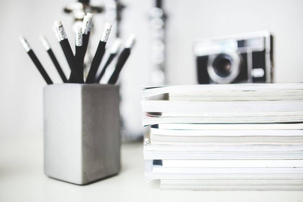 magazines-desk-work-workspace